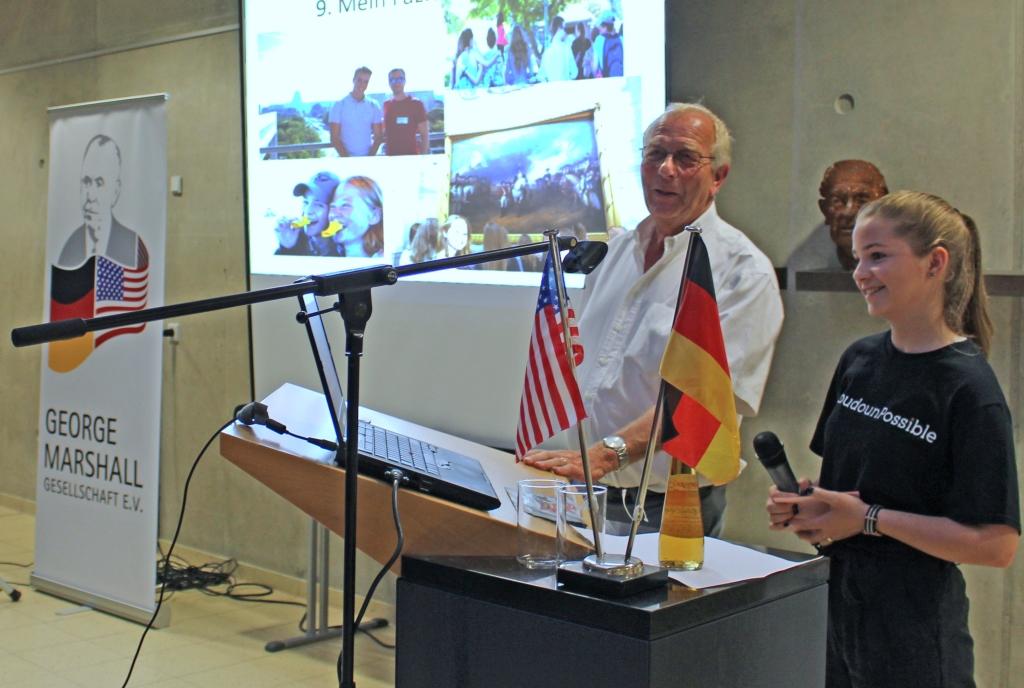 Edgar Nebel vom Marshall-Vorstand moderierte die Fragerunde nach Luisa Fritschs Vortrag