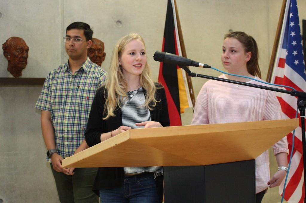 Die Schüler Brendan Versl, Janina Zorn und Charlotte Schneider