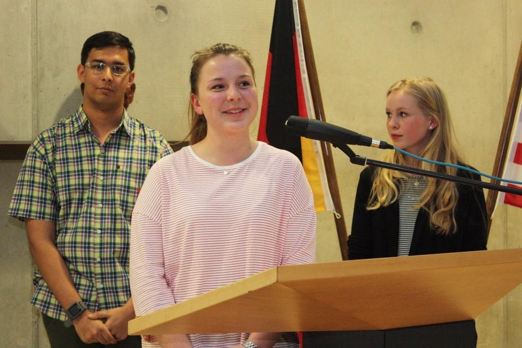 Die Schüler Brendan Versla, Charlotte Schneider und Janina Zorn