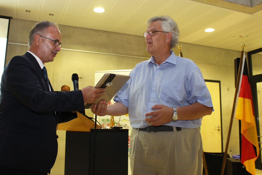 Der Kelkheimer historiker Dr. John Provan hatte die Saalausstattung mit Exponaten gestellt