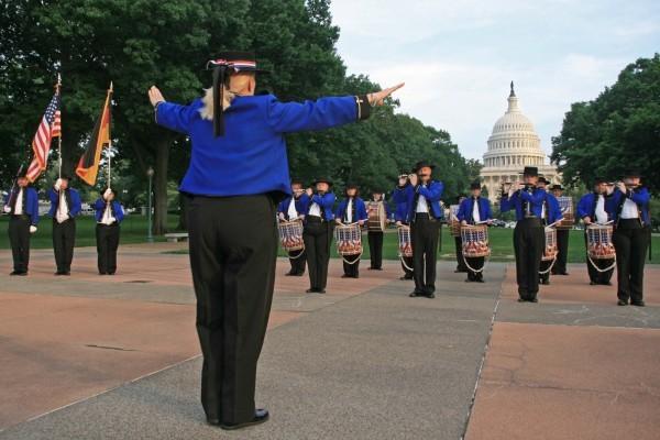 Das Fife & Drum Corps überraschte die Besucher mit einem Konzert am Capitol in Washington DC.