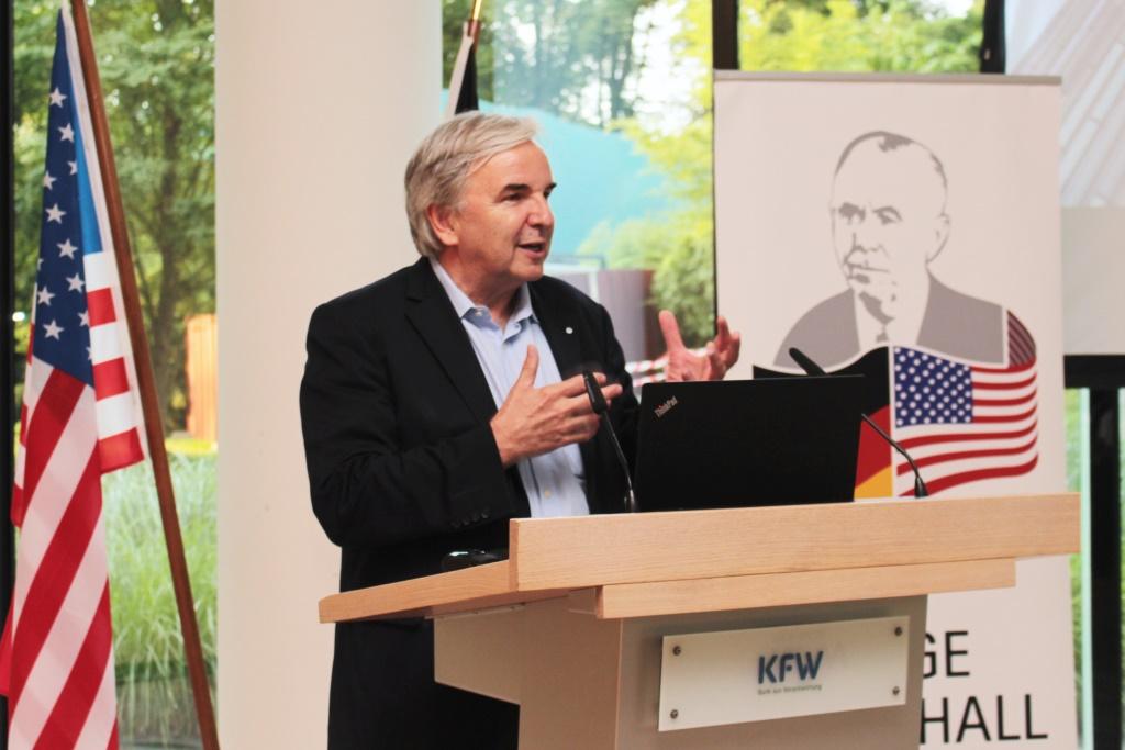 Dr. Helmut Müller