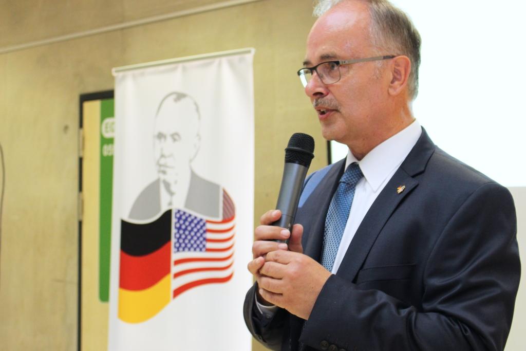 Der Vorsitzende der George-Marshall-Gesellschaft, Erster Kreisbeigeordneter Wolfgang Kollmeier