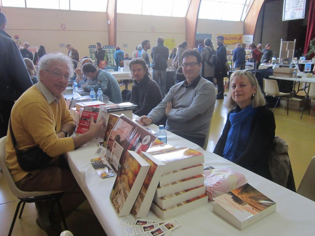Jacques Tène, le maire avec les auteurs