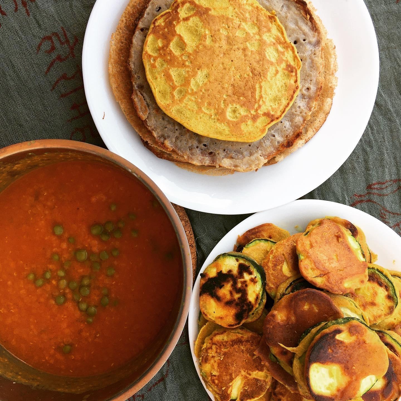 Buchweizen-Amaranth-Dosa, Zucchini-Pakora & Dal (Breakfast)
