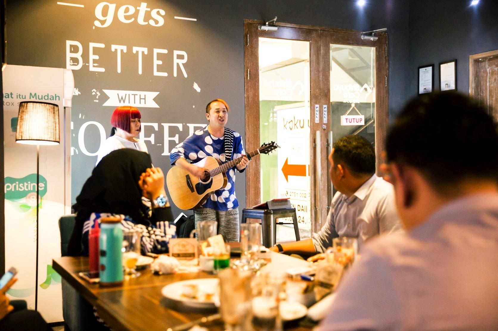 ジャカルタ ブロックMのカフェでライブ@Shibuya Cafe