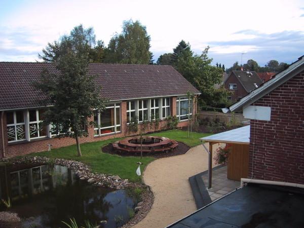 Blick aus der 2.Etage in den Schulgarten