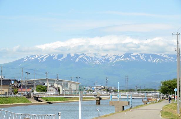 酒田/2012年新緑の日本一周・金環日食クルーズ 鳥海山