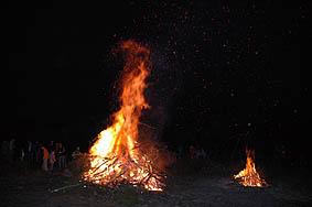 loderndes Feuer des Grubenbrandes