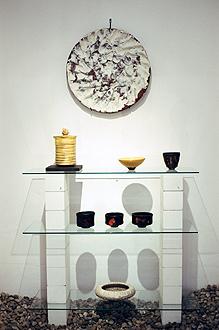 Galerie Theis, Sonderausstellung, Gefäß-Bewegung, 22.8-05.09.2004, diverse Raku Gefäße