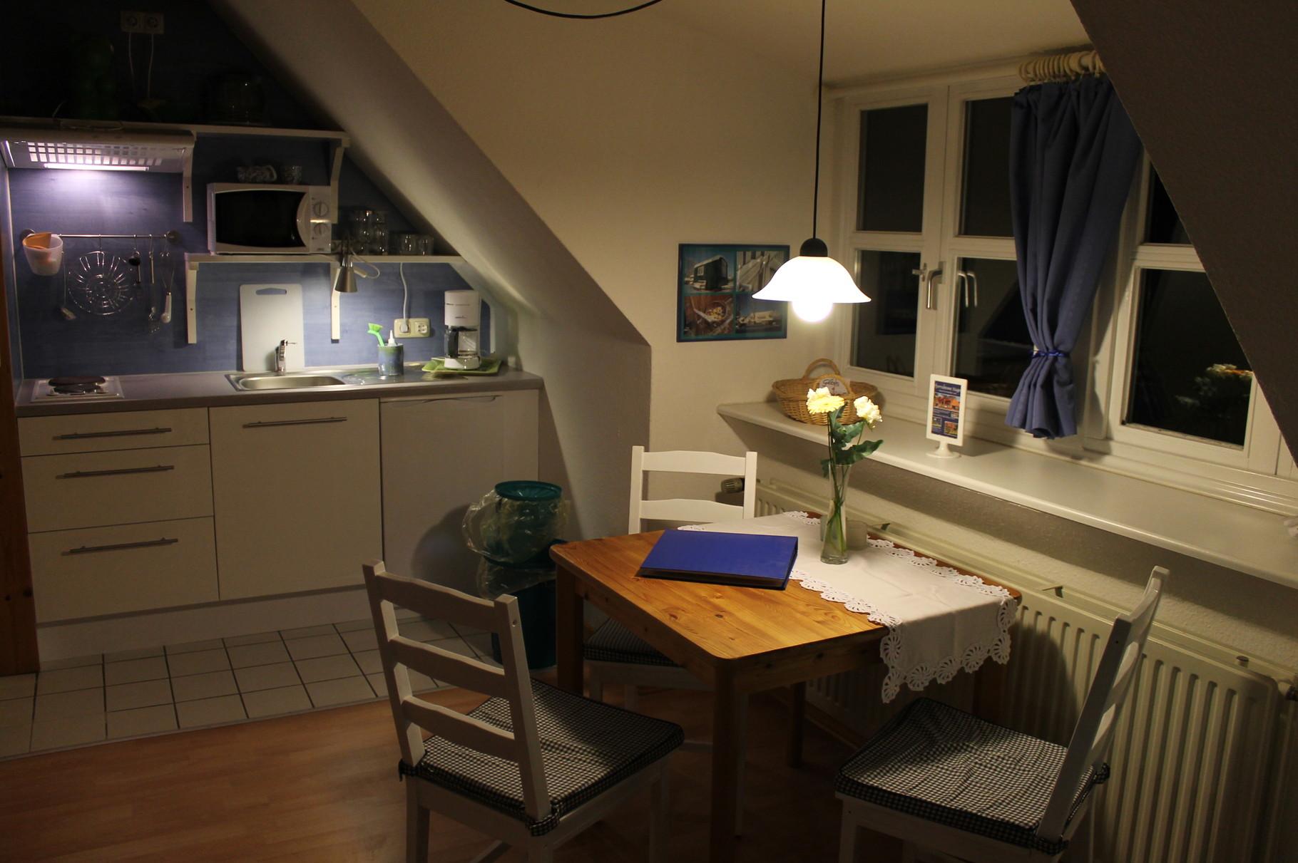 Wohnung 1, Küche, Esstisch