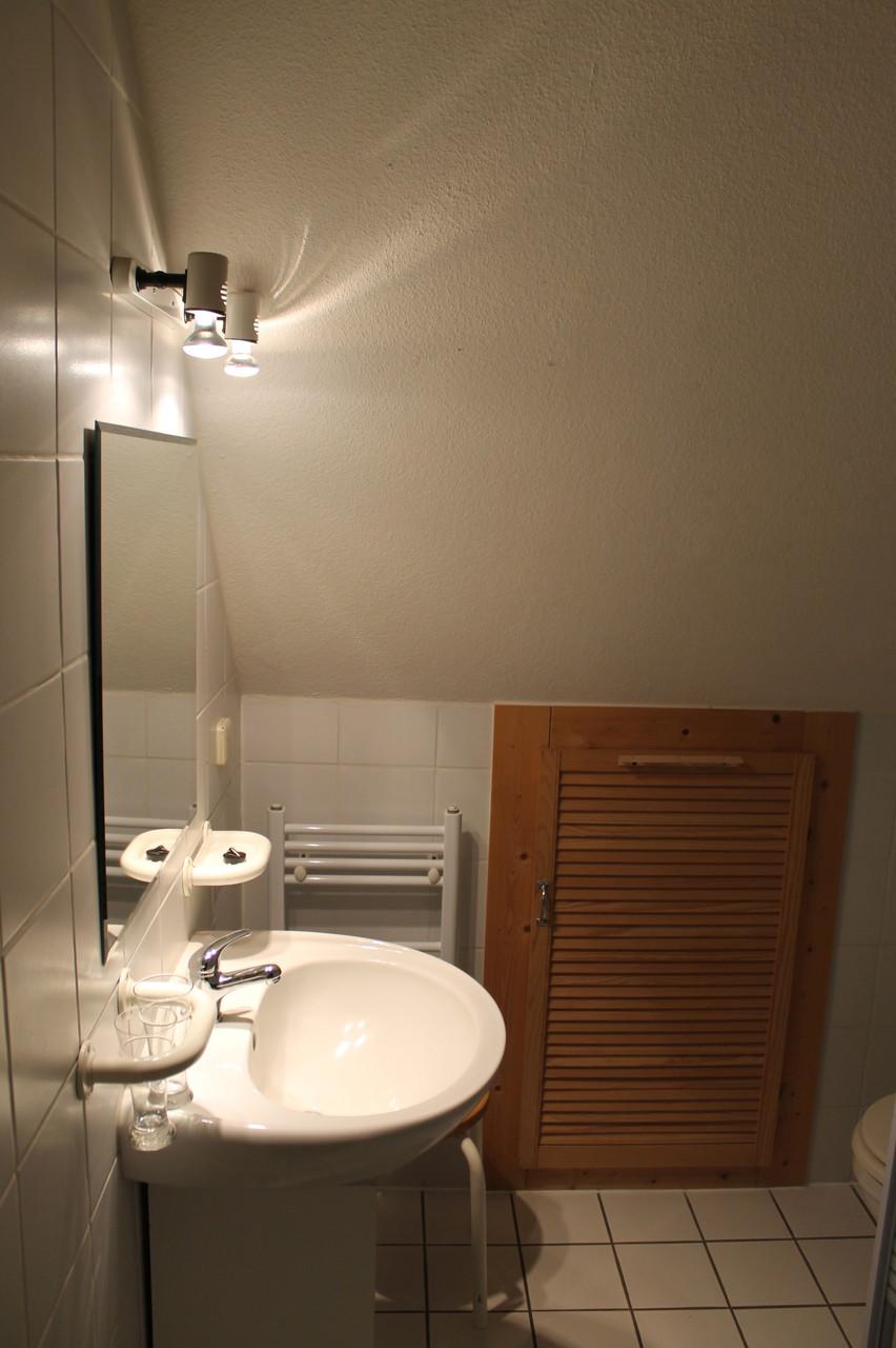 Wohnung 1, Badezimmer, WC