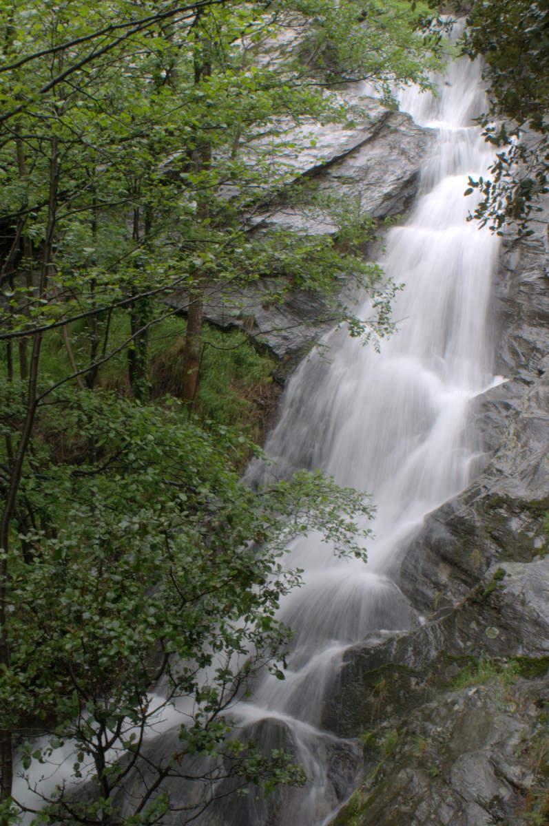 La cascade de Conches.  Vous êtes en Lozère au pays des Hauts Gardons, au Nord d'Alès et au Sud de Mende, la capitale du département.