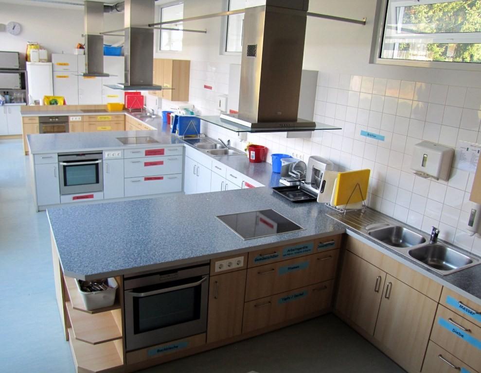 Küche mit drei Kochkojen