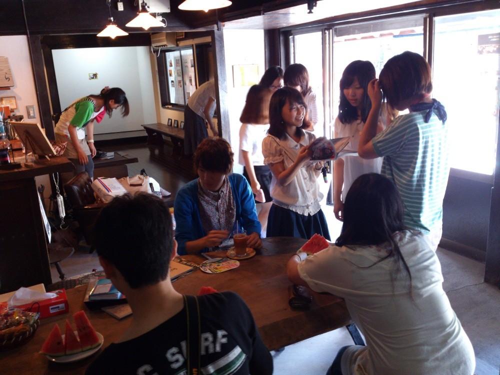 8月の営業は、おとくら学生と写真部のみなさま一緒になって、お客様をお待ちしております^^