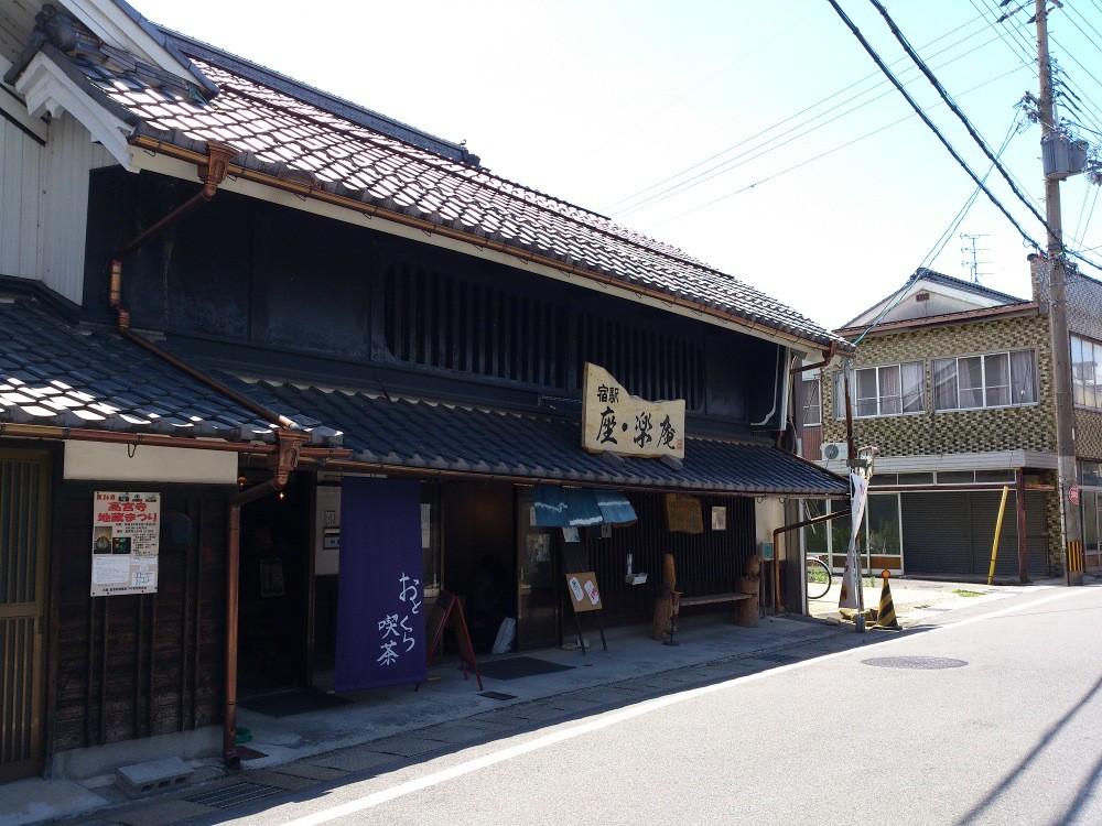 08月03日(土) 8月度ギャラリーを担当していただきます、滋賀県立大学写真部作品搬入です