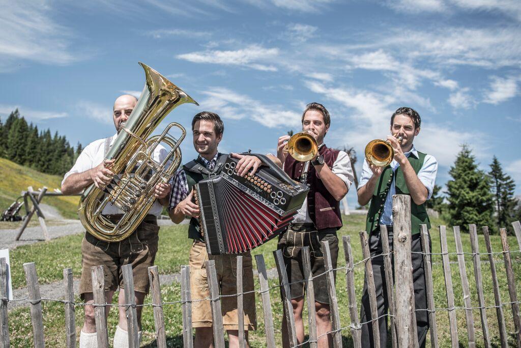 hochkoenigroas-musikanten