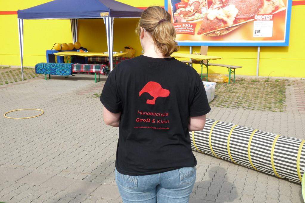 Neueste Werbung: Bestickte T-Shirts :-)