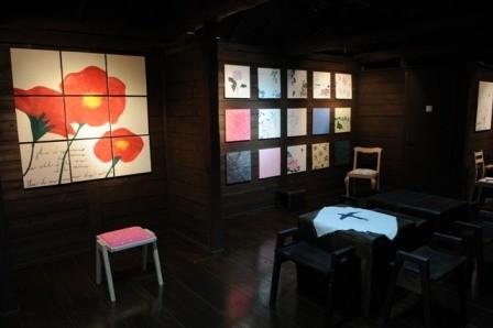 椅子と絵画展