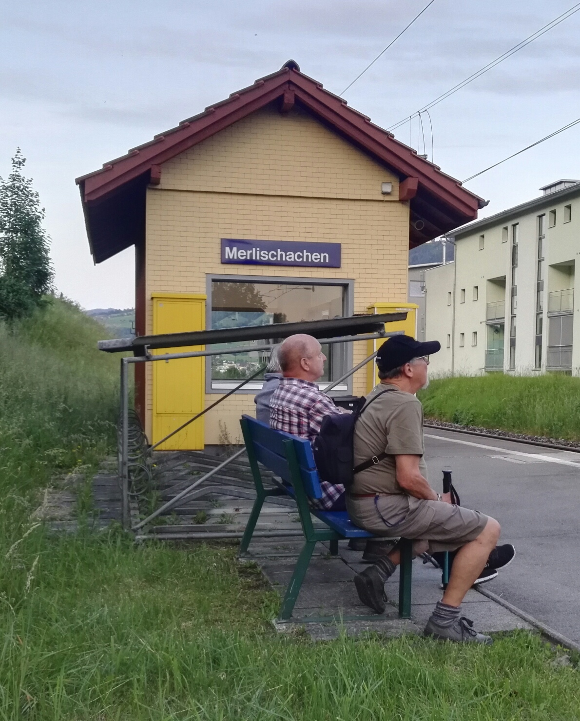 aus dieser Richtung kommt kein Zug, andere Richtung später als geplant.....