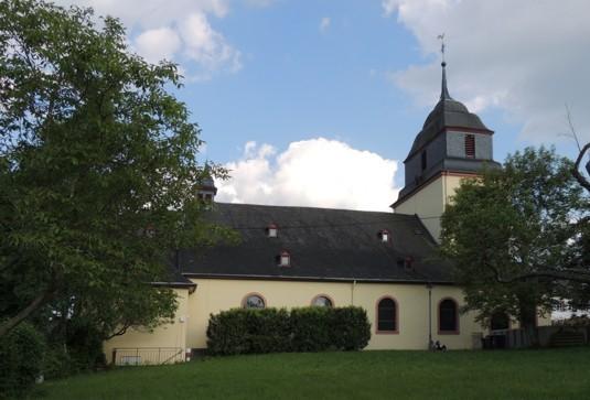 Pluwig. St. Johannes d.T.  (Ansicht vom Pfarrgarten aus)