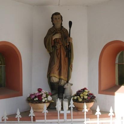 Statue des Hl. Wendelinus mit dem Hirtenstab.