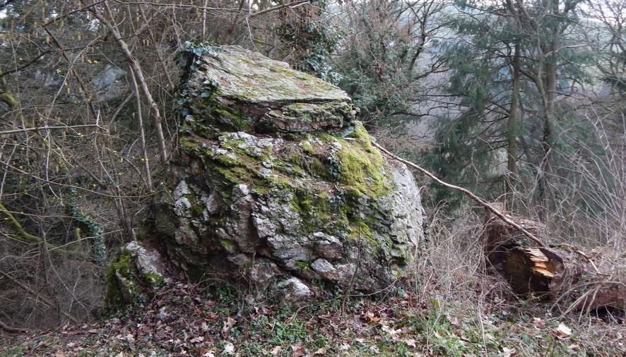 """Der geheimnisumwitterte """"Bätstän"""" in Pluwig, Ortsteil Geizenburg"""
