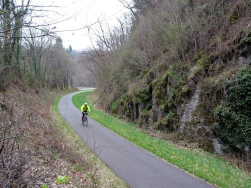 Pluwig-Hammer. Ehemals Bahntrasse der Hochwaldbahn, heute Ruwer - Hochwald - Radweg.