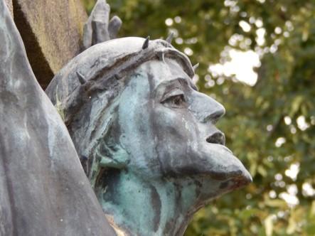 Pluwig. Kriegerdenkmal. Das Haupt des gequälten Christus (von Anton Nagel)