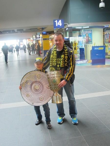 Ein kleiner, stolzer Fan mit Maddin