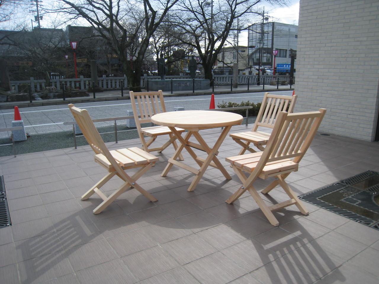 間伐材テーブルセット~大垣市むすびの地記念館