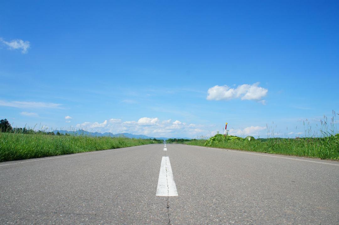 長い直線道路