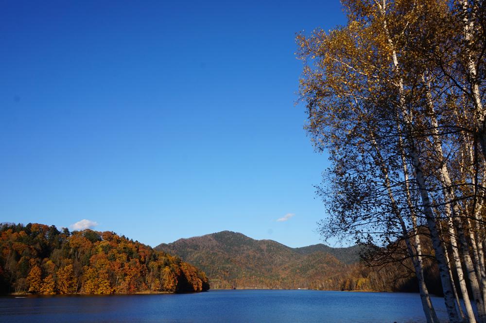 秋の糠平湖