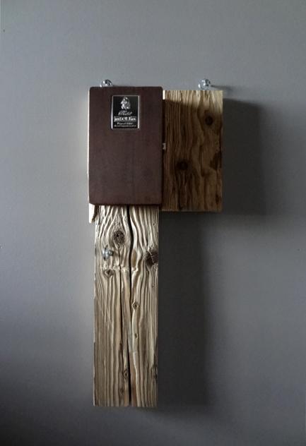 alessio garderobe lunico zug online shop unikat einzelstück altholz holz grappakiste kiste schlüsselfach schlüsselkasten garderobe haken holz rotbraun silber einzelstück unikat