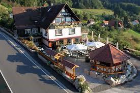 Auf dem Rückweg lockt uns in Brandmatt der Berggasthof Schwarzwaldperle zum Kaffee und Kuchen.