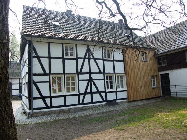 Der Kochshof, ein mittelalterlicher Lehnshof der Grafen von Berg, wurde 1145 zum ersten Mal urkundlich erwähnt.  Foto: Verein zum Erhalt des Kochhofs (www.kochshof-odenthal.de)