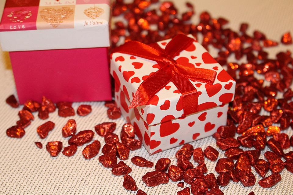 bons cadeaux, cadeau, offre, famille, amis, conjointe, compagne, massage, beauté, bien-être, gel french, gel couleur, mains, pieds, massage ancestral japonais, énergie, séance, reiki, réflexologie plantaire