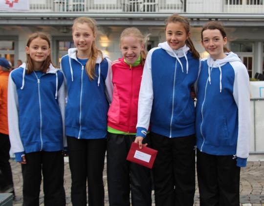 Sie liefen auf den 3. Rang: Monja Richner, Laura Perlini, Vera Baumann, Jamie Reuper und Andrina Schleuniger (von links)