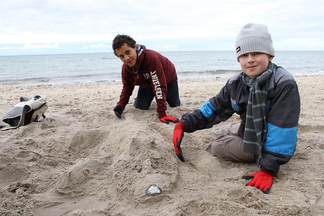 und einen schönen Tag mit Sandhund Charly am Strand gehabt.