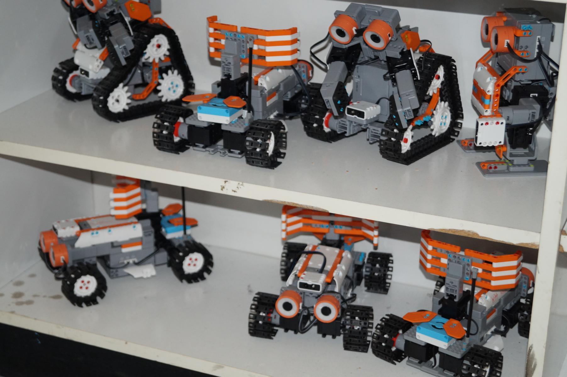 mit programmierbaren Robotern