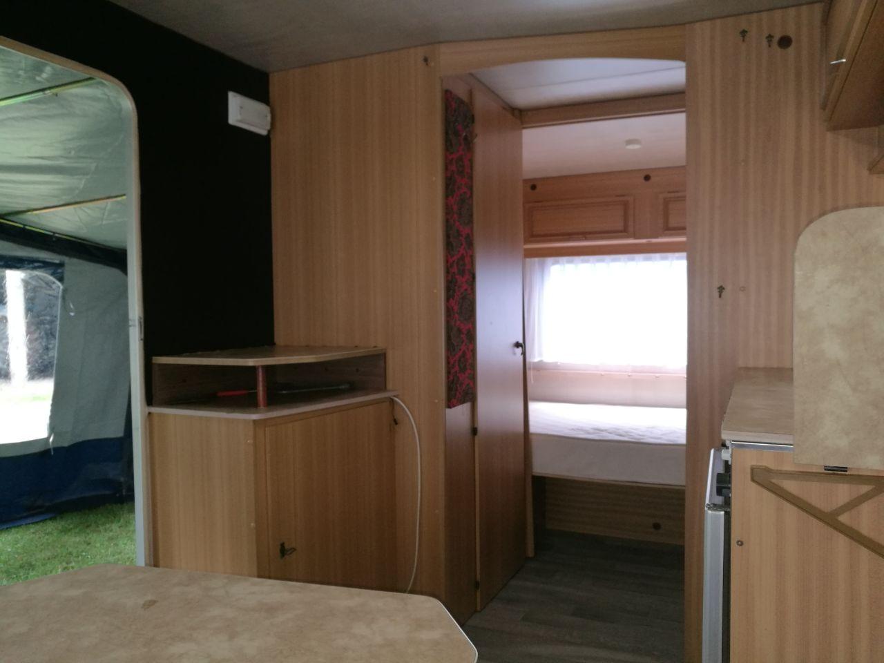 Etagenbett In Wohnwagen Einbauen : Shir khan oldschoolcamper wohnwagen wohnmobil vermietung