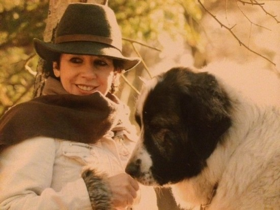 Das ist meine Hera, unser traumhafter Hof-und Haushund mit mir.