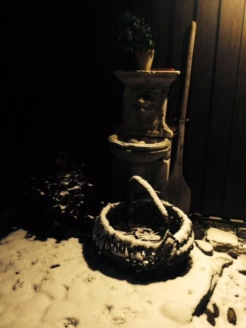 Brunnen mit Korb