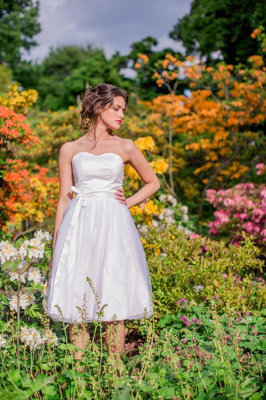 "kurzes Brautkleid ""Sonnenpracht"" mit Tüll"