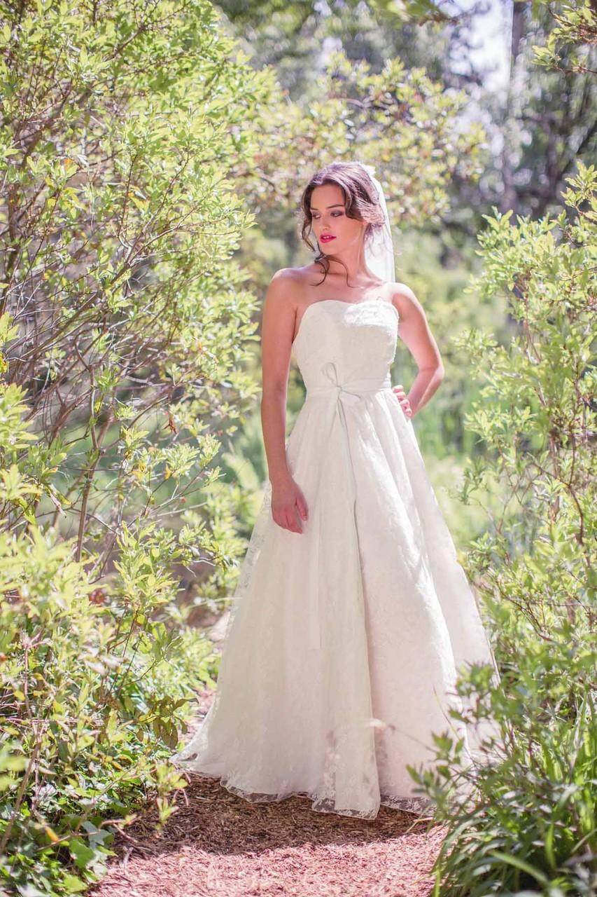 """romantisches Spitzen Brautkleid """"Sonnenpracht"""" mit feiner Rosenspitze"""