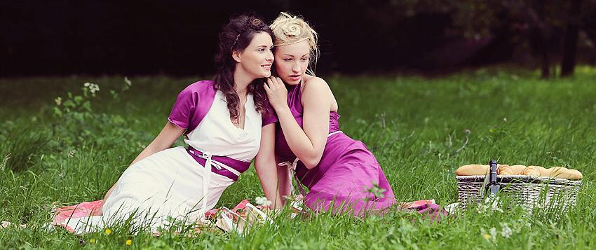 Das Brautkleid für deine Gartenhochzeit und Kleider für deine Hochzeitsgäste