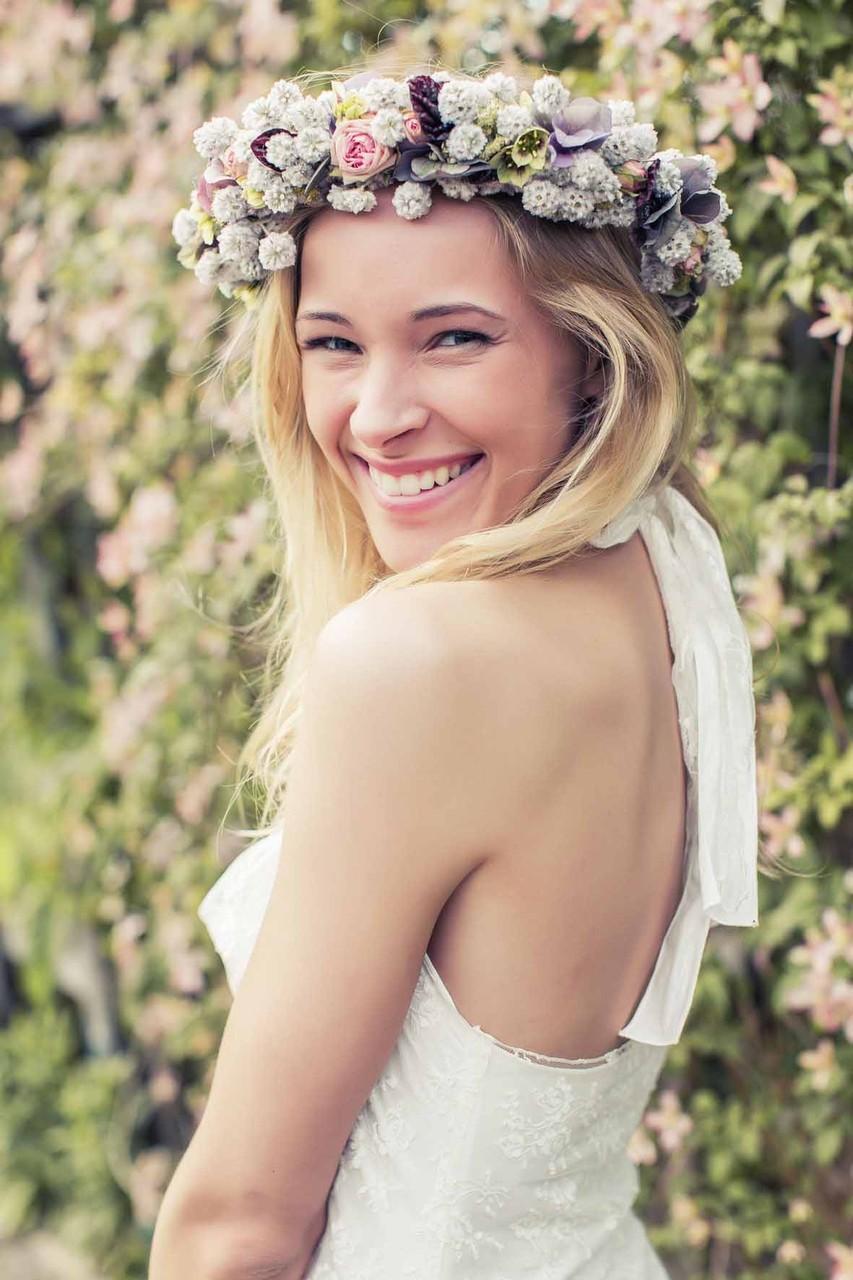 Vintage Brautkleid mit Blütenkranz von Mille Fleur
