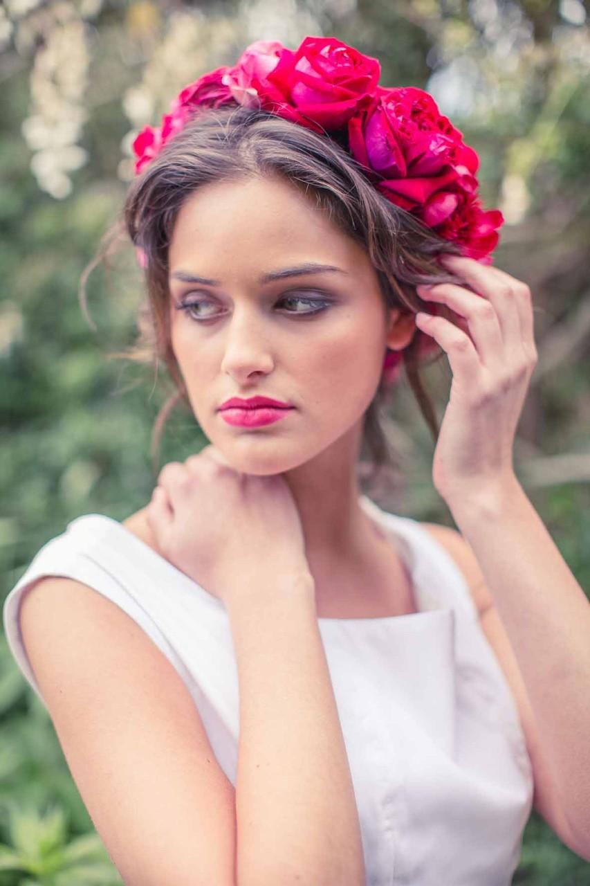 nachhaltiges Brautkleid mit Blumenkranz
