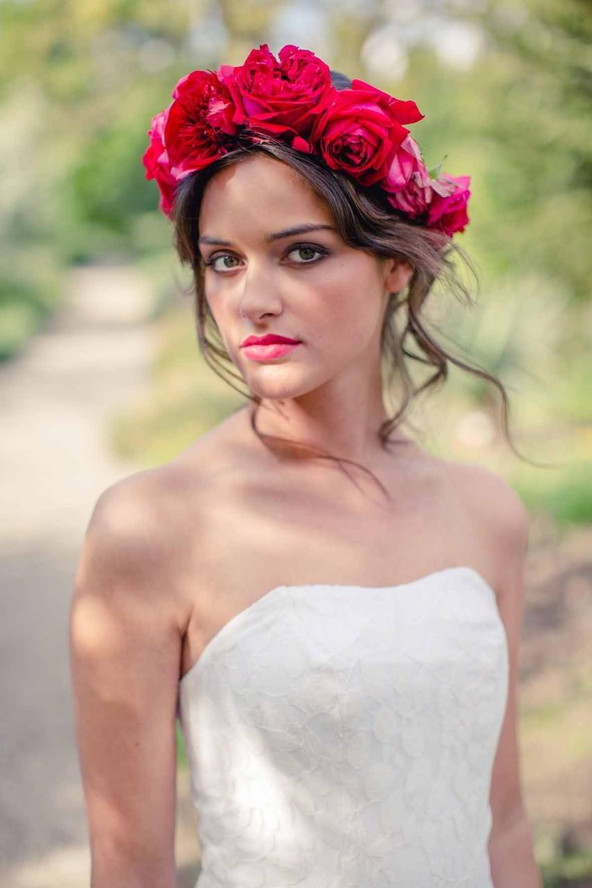 """schulterfreies Brautkleid """"Sonnenpracht"""" mit Blumenkranz von Mille Fleur"""