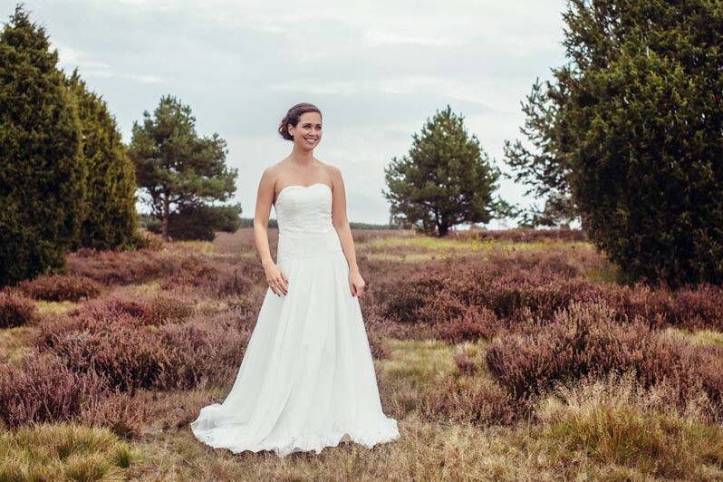 Brautkleid mit Spitzencorsage und zartem Tüllrock